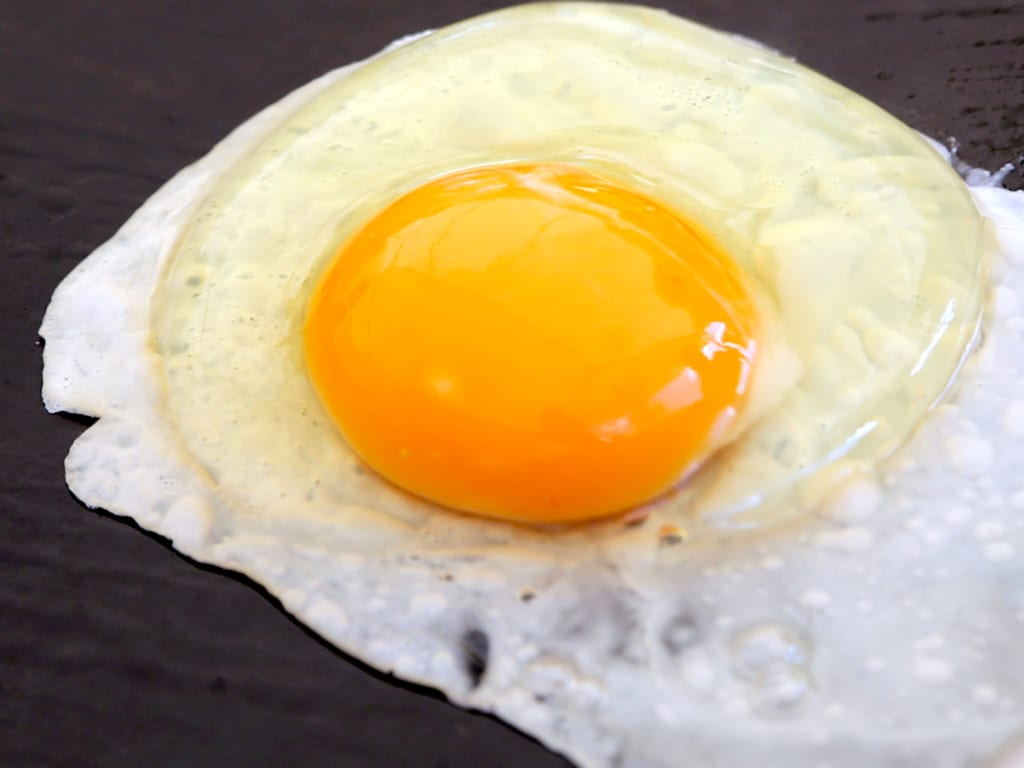 黄身半熟の目玉焼きがマストアイテム