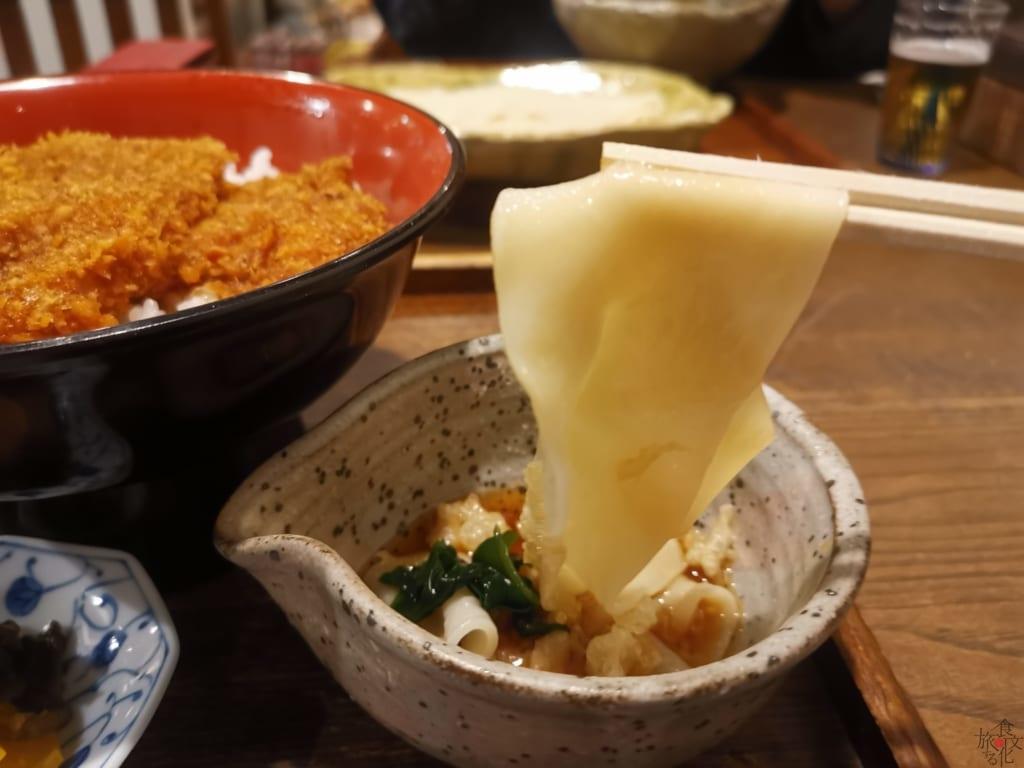桐生市の二大名物「ひもかわ」と「桐生ソースカツ丼」