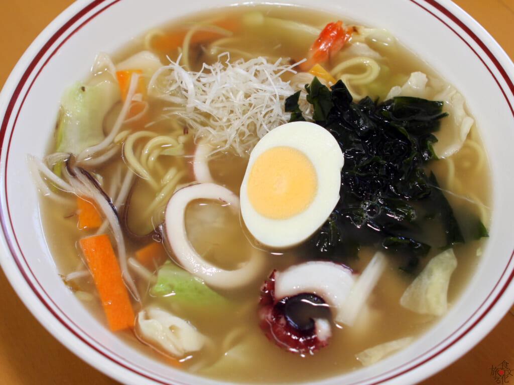 澄んだ黄金スープが特徴の八幡浜ちゃんぽん