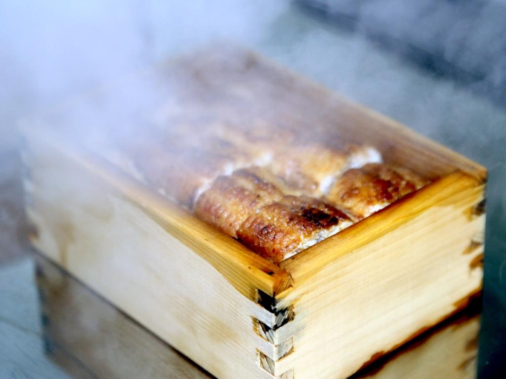 鰻とご飯を一緒に蒸す