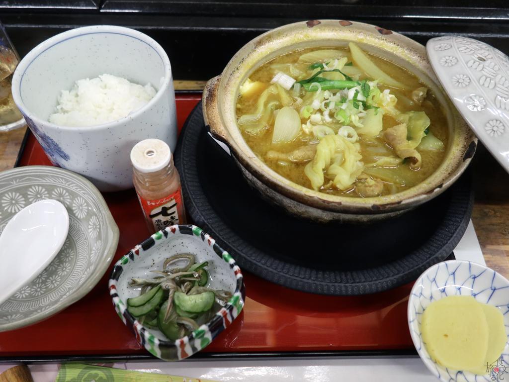 「八千代寿司」の豚ホルモン定食