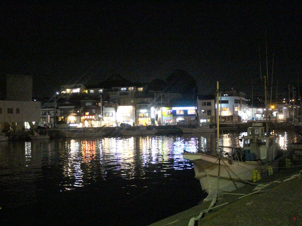 夜の三崎港