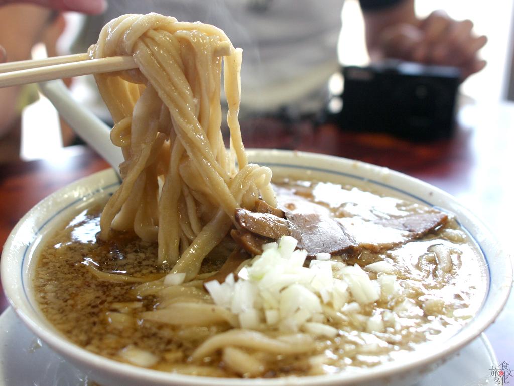 うどんのような太麺