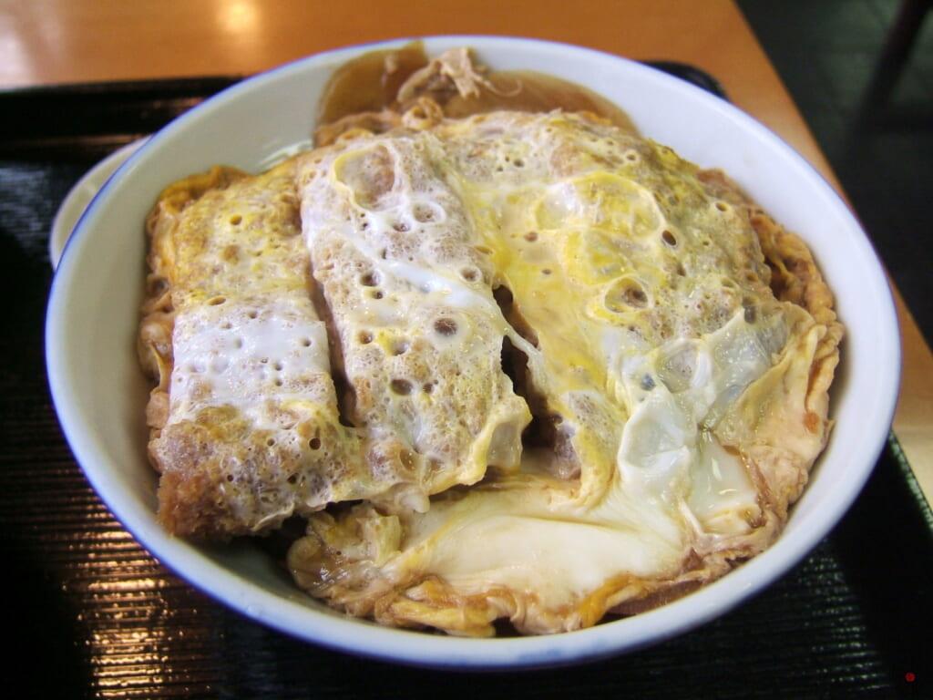 今は亡き卵とじカツ丼の元祖「三朝庵」のカツ丼