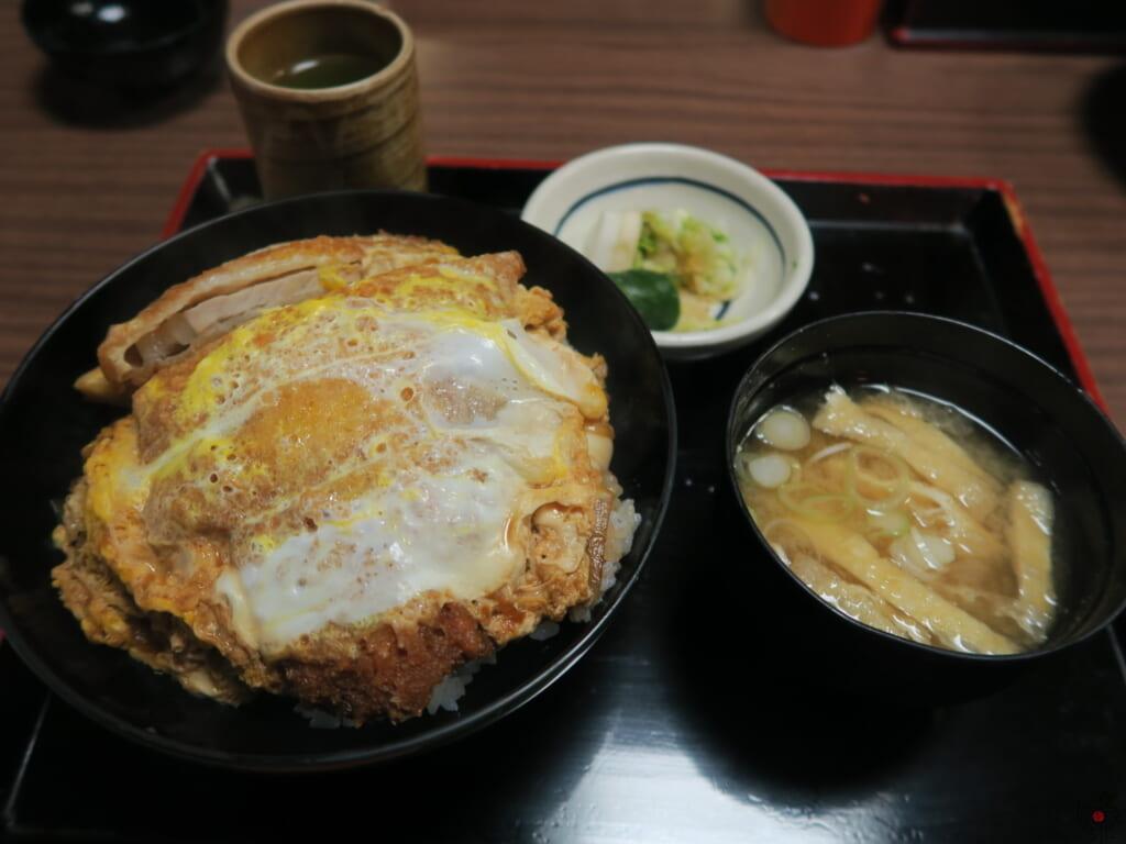 東京・上野の老舗そば店「翁庵」の正統派卵とじ