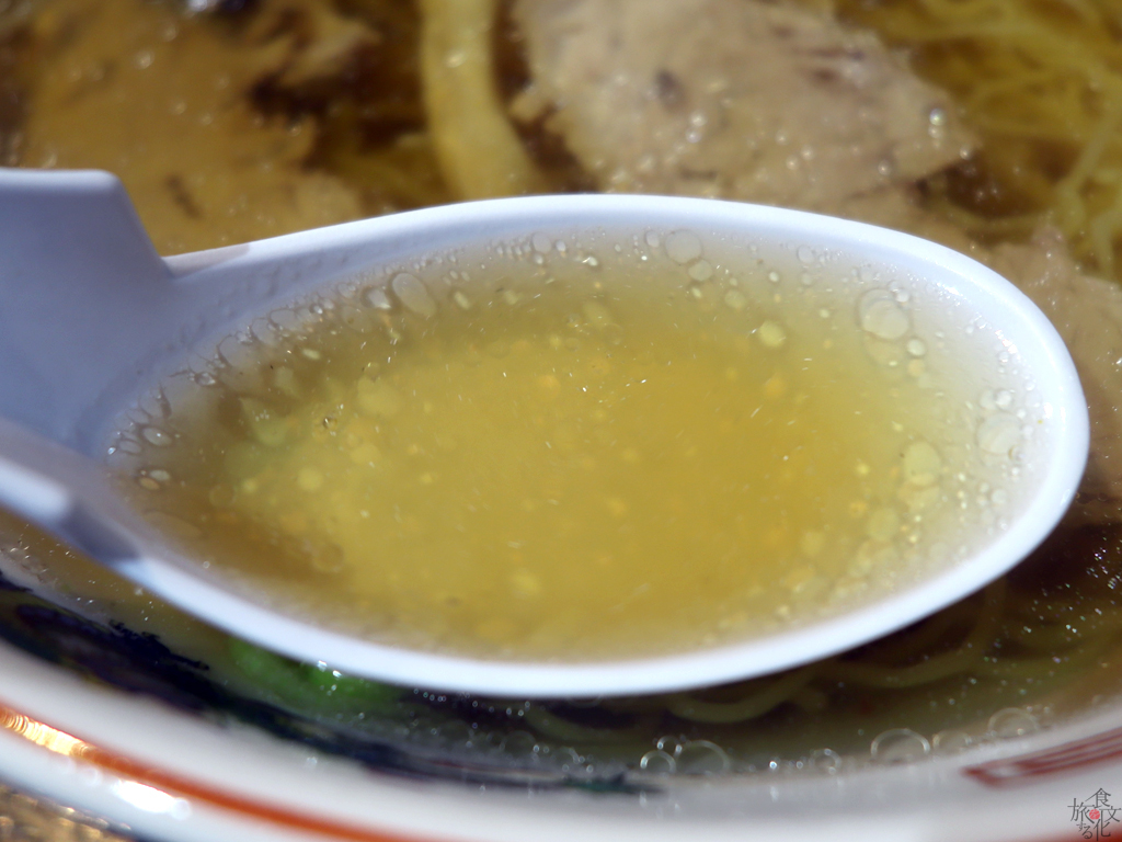 思わず飲み干したくなる「新華園」のスープ