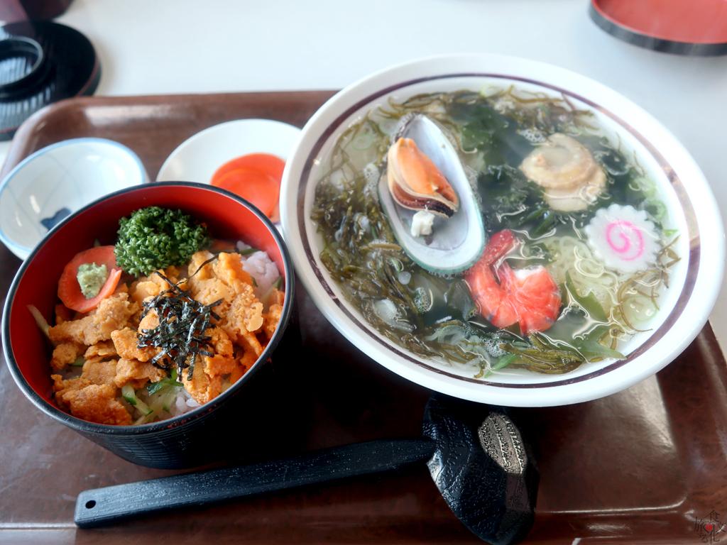 普代村「レストハウスうしお」の蒸しウニ丼と磯ラーメンのセット