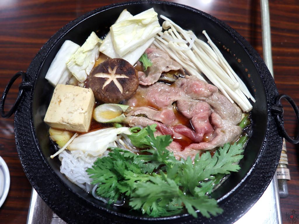 しらたきや豆腐、野菜を入れれば完成