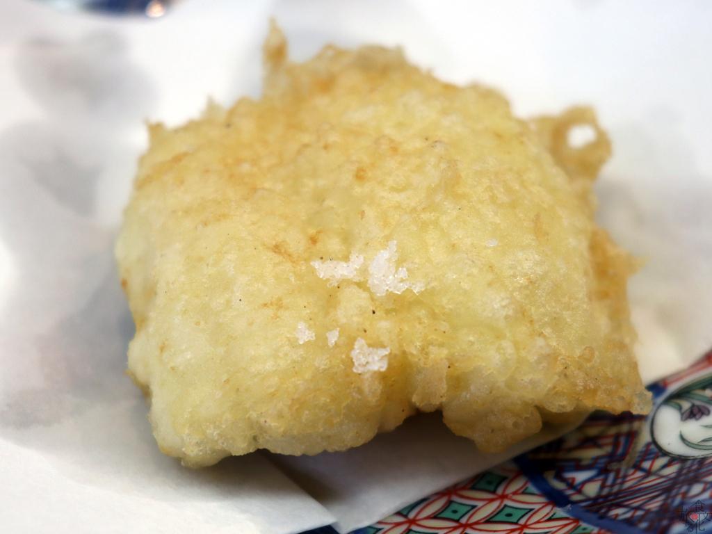 塩で天ぷらならではの歯触りも味わう