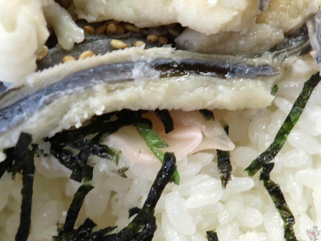さわやか丼は酢飯にガリ、大葉も付く