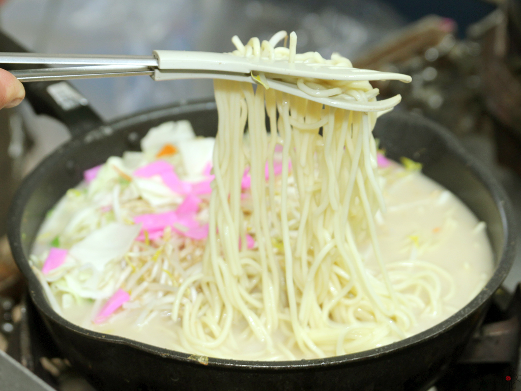 白い麺が水俣チャンポンの特徴