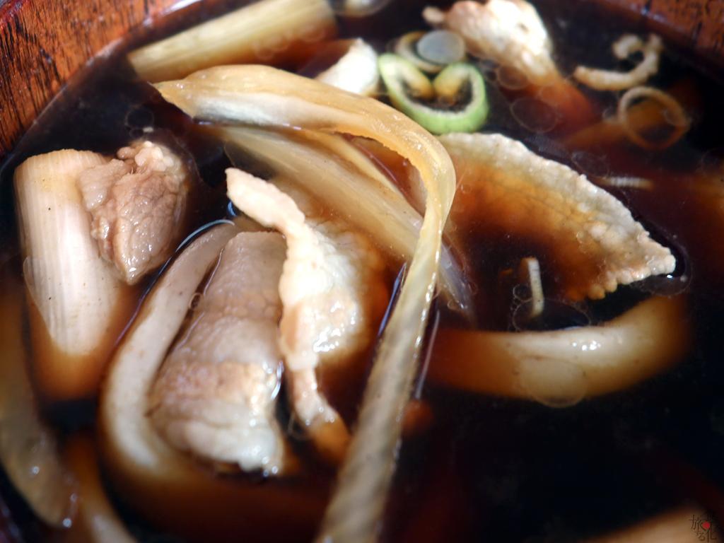 豚バラ&ダブルネギの「本手打ちうどん 庄司」の肉汁