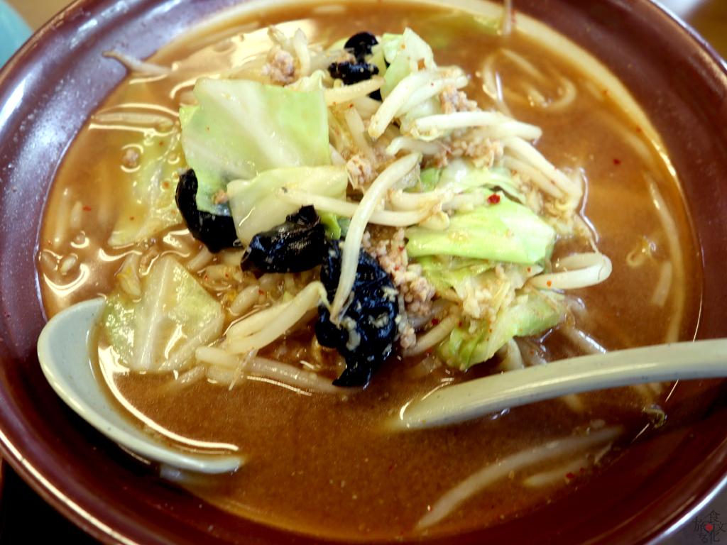 濃いスープは赤味噌ベース